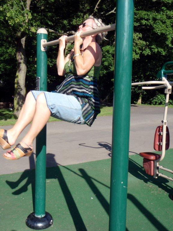 Outdoor Gym - Pull Ups 2